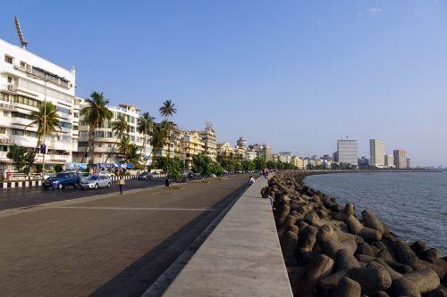 https://thebudgetstay.com/blogimages//Blog-Mumbai-Dharavi-BKC-Haji-Ali-Worli-Parel-Dadar-Hotels-BnB-Apartments-Lodges-slums-high-rise-beach.jpg
